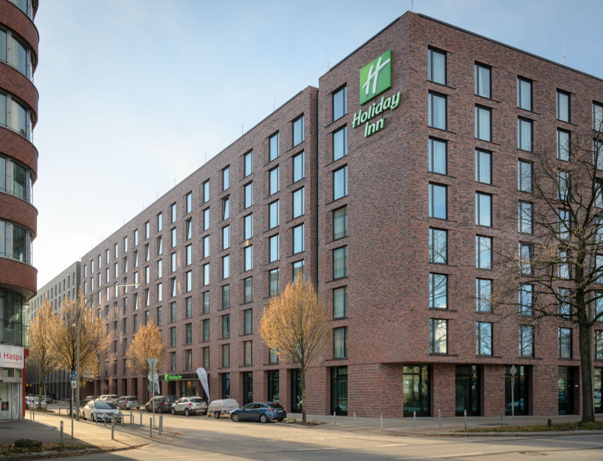 new hotel building in Hamburg: subcontractor for electrical installation and security technology with LETUSWORK europe